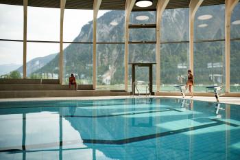 Das Sportbecken hat eine Länge von 25 Metern und eignet sich somit perfekt zum Bahnenziehen.