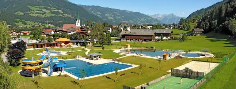 Badespaß inmitten der Zillertaler Landschaft