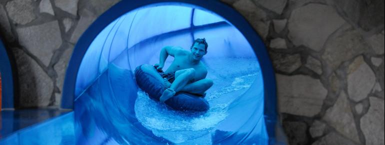 In der Aqua-Choice-Rutsche hast du während der Fahrt die Wahl zwischen zwei Röhren