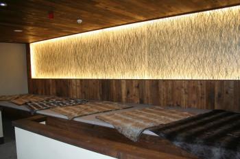 Zwischen den Saunagängen laden Ruheräume zum Entspannen ein.