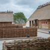 Die Saunalandschaft ist im Stil eines Wikingerdorfs gestaltet.