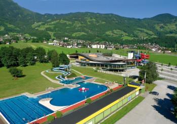 Im Sommer gibt es auch einen Freibad-Bereich.