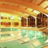 Das große lichtdurchflutete Hallenbad bietet mit 4 verschiedenen Becken viel Platz.