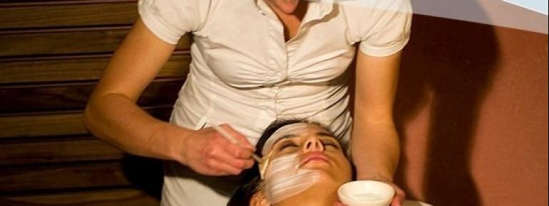 Gesichtsmasken gehören zum Standardprogramm