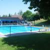 Das Hailinger Freibad bietet neben dem Hauptbecken auch ein Kinderbecken an.