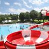 Die rot-weiße Trichterrutsche ist die neue Attraktion im Freizeitbad Cham