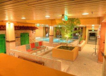 Das Entspannungsbecken bietet Erholung zwischen den Saunagängen.