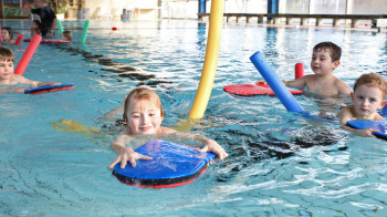 Auch Schwimmkurse werden angeboten.