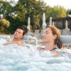 In jedem der 36°C warmen Thermalwasser-Becken gibt es Massagedüsen.