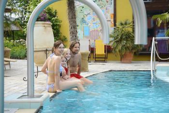 In der Holsten Therme kannst du einen Urlaubstag mit der ganzen Familie verbringen.