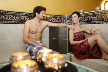 Die La Mamounia Cérémonie lässt dich eintauchen in besondere Badeerlebnisse mit unterschiedlichen Düften und Aromen.
