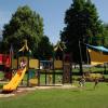 Spielvergnügen am modernen Kinderspielplatz