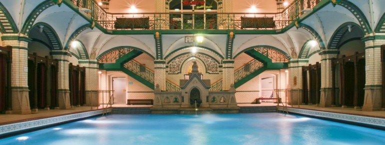 Die historische Badehalle
