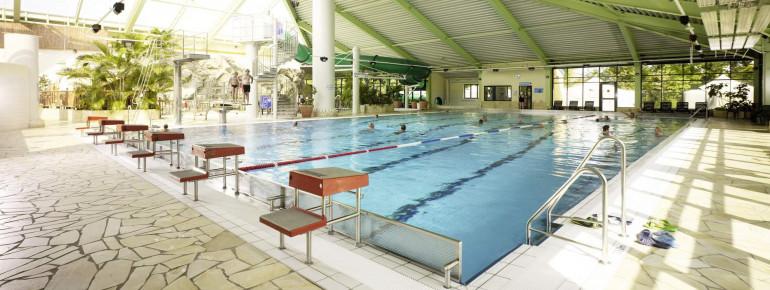 Das 25 Meter lange Becken im Innenbereich bietet genügend Platz für Sportschwimmer.