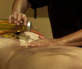 Eine Massage rundet den Thermenbesuch ab