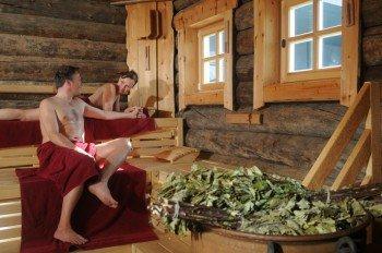 In der Aufguss- und der Kelo-Sauna finden stündlich Aufguss-Zeremonien statt