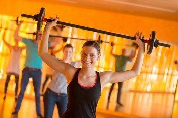 Zusätzlich zu Aktivitäten im Wasser gibt es weitere Fitness- und Gesundheitsangebote