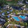 Die Pool-Landschaft wurde von Friedensreich Hundertwasser geschaffen