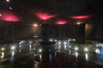 Im Laist-Sole-Dampfbad finden Salzaufguss-Zeremonien und Mineralsoleschlick-Anwendungen (Laist) statt.