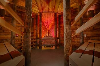 """In der Saunalandschaft dreht sich vieles um das """"weiße Gold"""", wie hier in der Salz-Stollensauna."""