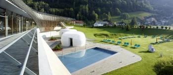 Im Thermalwasser Schwimmbecken Natatio kannst du dich von Sprudeln massieren lassen.