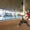 Im Aktivbecken werden Sportkurse und Aqua-Gymnastik angeboten.