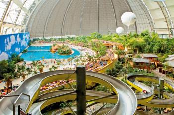 Der Wasserrutschen-Turm verspricht jede Menge Spaß für Groß und Klein