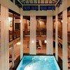 30 Grad warm ist das Wasser im textilfreien Innenbereich.