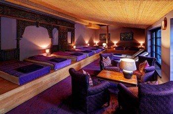 Nach den Saunagängen und Massagen kann man es sich in den Wasserbetten der Ruheräume gemütlich machen.