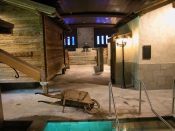 Im stilvoll errichteten Saunadorf kommen Saunaliebhaber voll auf ihre Kosten.