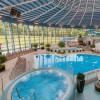 Das sanft sprudelnde Wasser des Whirl-Pools löst zusammen mit der Wärme des Wassers Verspannungen und sorgt für eine gute Durchblutung der Haut.