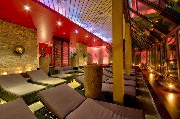 Asia Lounge mit Wärmepool und Sonnenterrasse