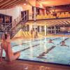 Im Sportbecken kannst du trainieren, bevor du auf den Massage- und Sprudelliegen entspannst.