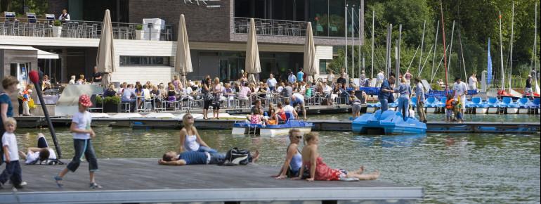 Auf den Aaseeterrassen findet jedes Jahr ein Open-Air-Festival statt und auch während des Jahres kann man die Musik verschiedenster Künstler genießen.