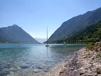 Der klare Achensee hat Trinkwasserqualität.