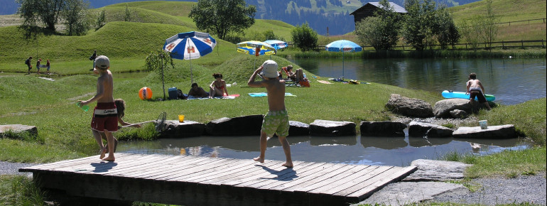 Der idyllische Badesee Davos Munts ist auch bei Kindern heiß begehrt