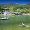 Boote und Luftmatratzen sind auf dem See erlaubt.