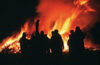 Das Biakefeuer findet jedes Jahr am 21. Februar auf Amrum statt