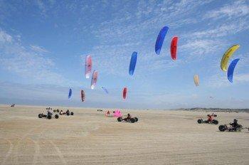 Mit dem Kite-Buggy über den breiten Sandstrand