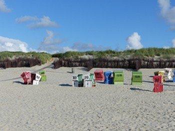 Natürlich findet man in Langeoog auch die typischen Strandkörbe.