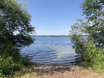 Entlang des Ufers gibt es mehrere Einstiegsstellen.