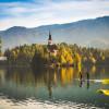 Der Bleder See mit der kleinen Insel ist das Wahrzeichen von Bled.