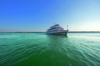 Mit den Schiffen der Weißen Flotte kommst du zu den wichtigsten touristischen Orten am Bodensee.