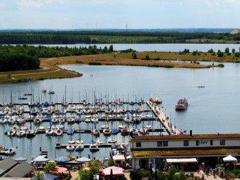 Vor allem bei Seglern und Motorbootfahrern steht der Cospudener See ganz hoch im Kurs