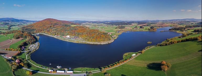 In bunten Farben zeigt sich die Landschaft im Indian Summer, also im Herbst.