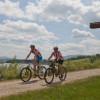 Wer will, der kann am See mit dem Bike entlangradeln.