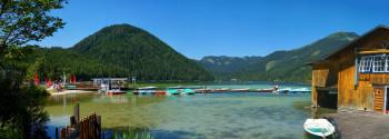 Der türkisblaue Erlaufsee liegt umgeben von der Gemeindealpe im Norden von Mariazell.