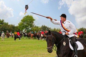 Friesische Traditionen wie das Ringreiterturnier sind auf Föhr ein Spektakel für Touristen