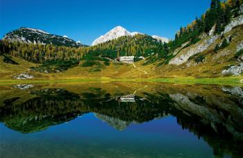 Direkt am Funtensee gelegen ist das Kärlingerhaus ein idealer Ausgangspunkt für Bergtouren und Wanderungen im Steinernen Meer oberhalb des Königssees.