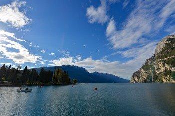 Blick von Riva del Garda auf den See